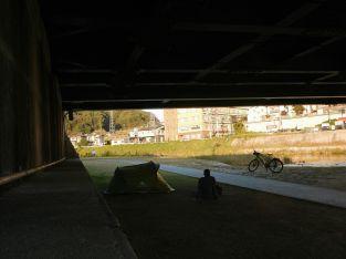 dormire-sotto-i-ponti